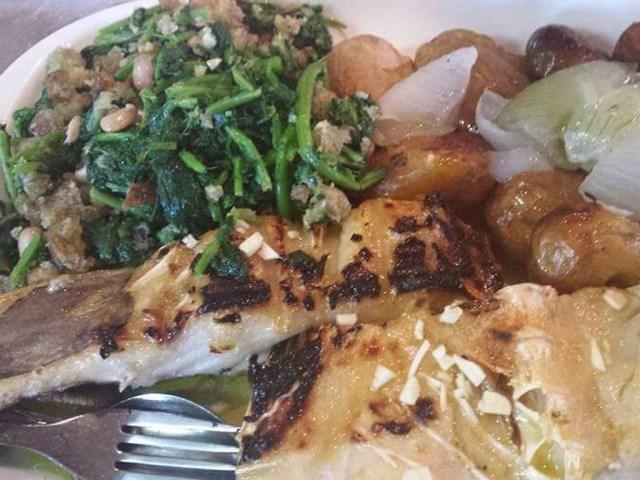 Bacalhau com batata à murro Pato Assado no Forno Feijoada à Transmontana