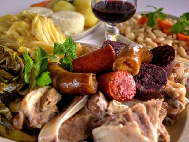 Cozido à portuguesa   Chanfana de vitela   Robalo grelhado